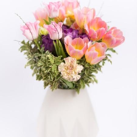 Pavasarinė puokštė vazoje